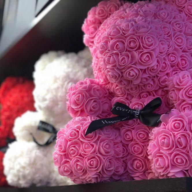 Мишки из роз в подарочной коробке 25см