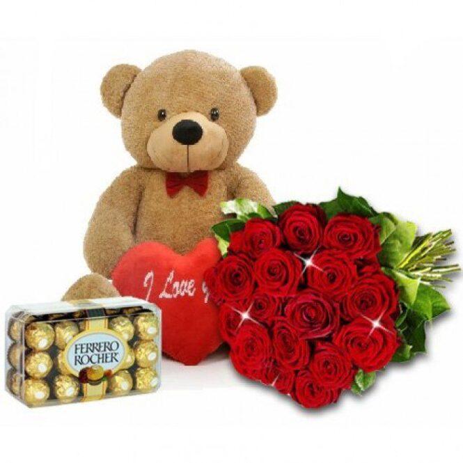 Набор мишка с сердцем, розами и конфетами Ферреро Роше