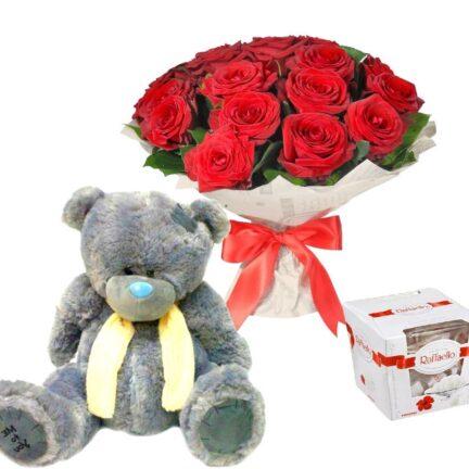 Набор с мишкой, букетом из роз и конфетами Рафаэлло
